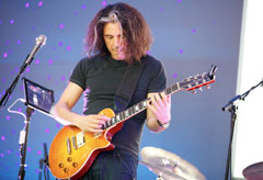 Alex Skolnick Performing with AmpKit